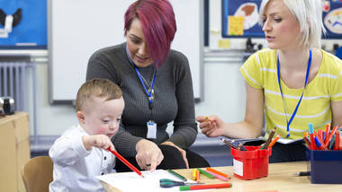 how to promote effective communication in childcare